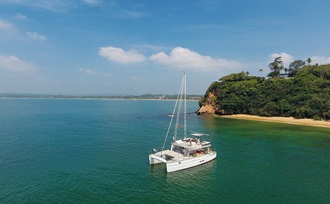 Luze vakantie op Sri Lanka? Maak een vaartocht op deze prachtige luxe catamaran!